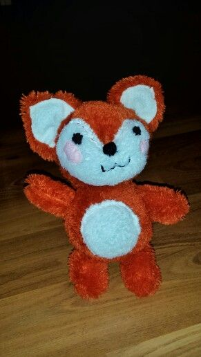 Foxy fox in kawaii style, made for my son. My own pattern, with some weird fun fur I found in my fabric box and felt and polyester fiber fill.