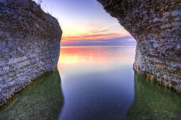 Steep Rock at Lake Manitoba, Manitoba, Canada. #Canada #travel #lakes #sunsets