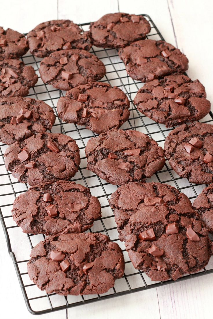 Vegan Chocolate Cookies with chocolate chunks! #vegan #lovingitvegan #chocolatecookies #dessert