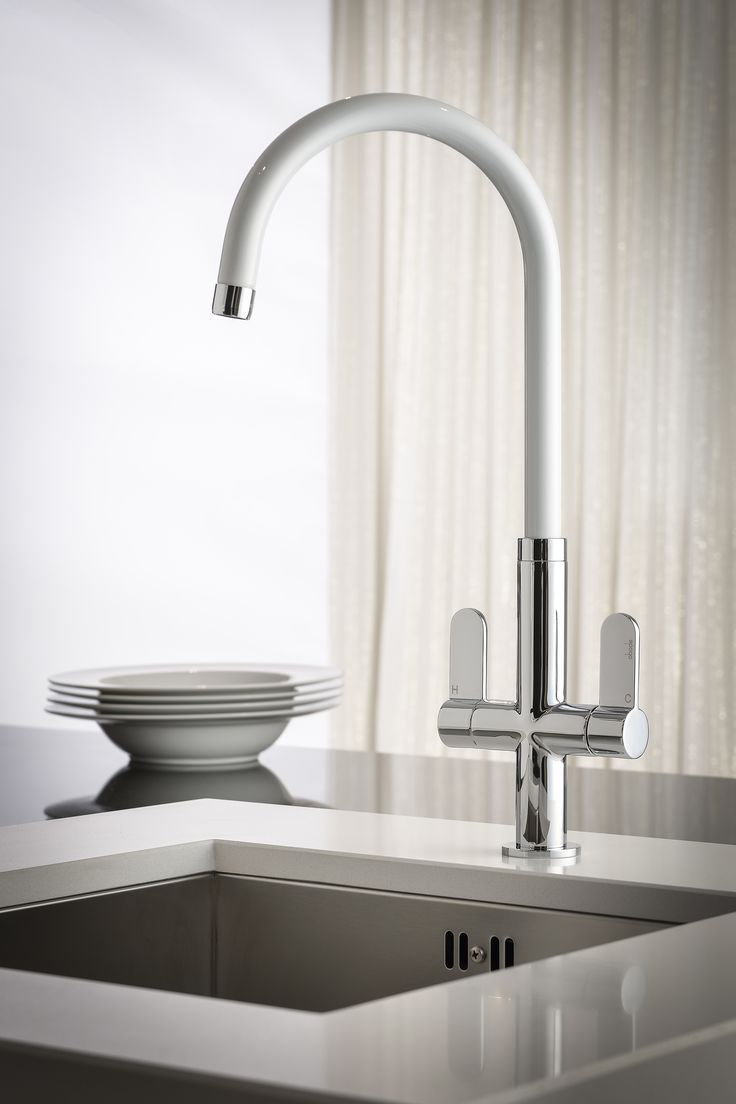 Designed to co-ordinate with modern drawer front, sink and appliance housing colours, the elegant and ultra contemporary Linear White Monobloc features a tall and shapely hardwearing white spout with chrome aerator and complimentary easy to operate handles