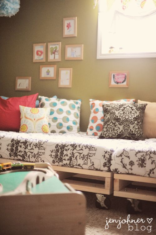 pallet beds | the little things: the pallet beds are done!