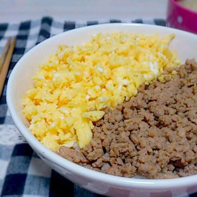 冷凍庫に眠っていた鶏ひき肉でそぼろ丼つくりました( *ˆ﹀ˆ* )♥ - 30件のもぐもぐ - そぼろ丼 by さくら