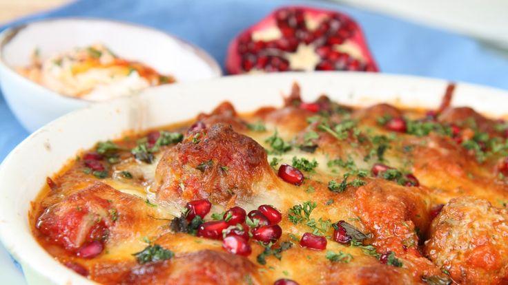 Lammekjøttboller med krydder inspirert av Nord-Afrika og Marokko. Lise Finckenhagen serverer dem gratinert i en god tomatsaus med mozzarella på toppen.