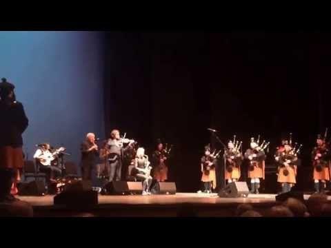 Brian Boru Irish Pipe Band with The Chieftains - YouTube