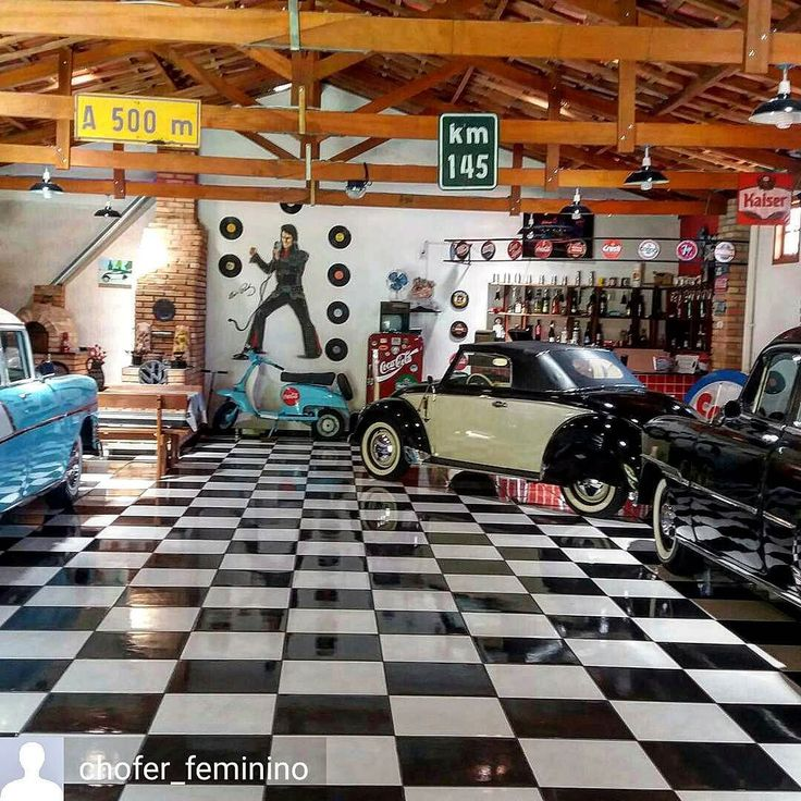 Elvis and old cars!  #estb #elvis #presley #elvisPresley #elvisvive #cars #oldcars #antiquemobile #chevrolet #garage #antigomobilismo #vintage #retro #old #50s #60s #classiccar #antiques #carrosantigos #music #marriage #wedding #vespa #lambreta #motorcycle
