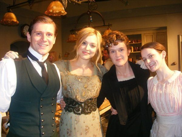 Downton Abbey •Hugh Bonneville •Jessica Brown Findlay ...