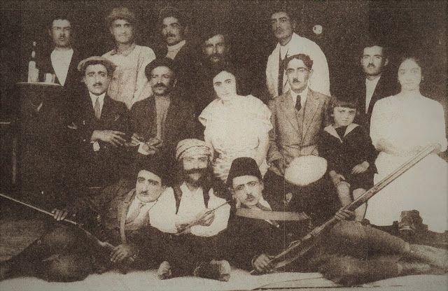 Santeos: Οι Χορτλάχ: Θεατρική παράσταση του 1924 στη Νέα Σά...
