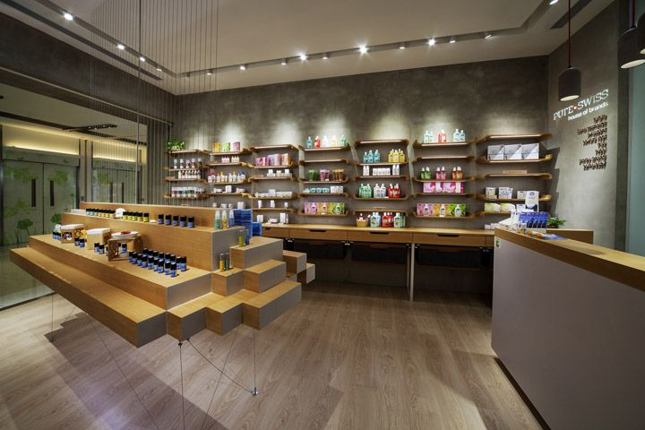 Стильный интерьер магазина элитной косметики Pure Swiss