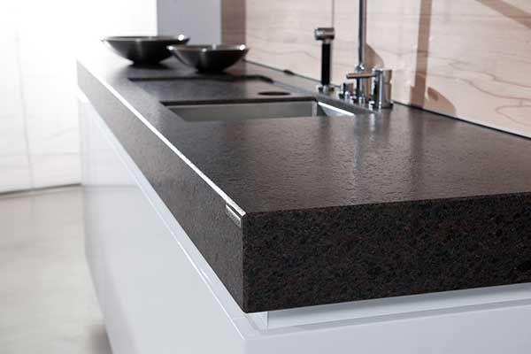 Natursteinplatten Leather Look: Die seidig-matte Oberfläche verleiht dem Naturstein eine angenehme, warm anmutende Haptik und Optik.