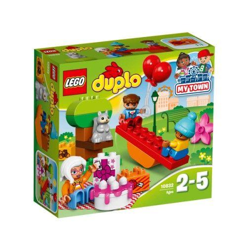 Avec les briques Duplo de la fête d'anniversaire, les enfants pourront revivre l'après-midi passé avec leurs amis. Ballons, pique-nique, balançoire, tout est là pour s'amuser ! Construire, défaire, reconstruire, des heures de jeu en perspective où votre enfant développera son langage tout en s'amusant. Facilement préhensibles par les petites mains, les briques et figurines permettront de nombreux jeux de rôle.