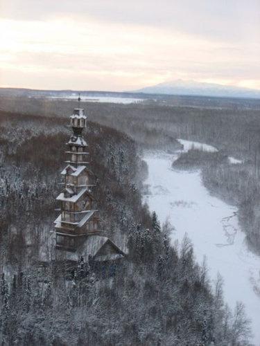 まるでジェンガ…アラスカにある12階建ての「ドクター・スースの家」 らばQ