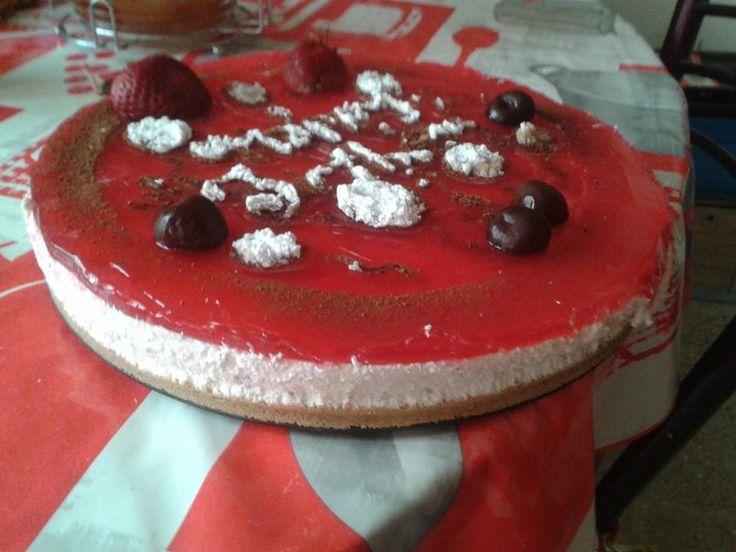 cheesecake  200g bimo bien moulu 80g beur fondu melanger et aplatir dan un moul et metr au frai pour 1h entr tem préparè 2boite de fromage frai soumam et a peu prè 1ver de chantilly poudr un ver bien froi de lai et 1/2 ver de sucr et 2 c.c de gelatine mise dans un ver d'eau froi, montez la chantillye avec sucr et lai pui ajoutez le fromage et la gelatine. Une foi le biscui iajmed versè la creme et remetr o frigo 20min pui metr la gelé et dcorè celon gou