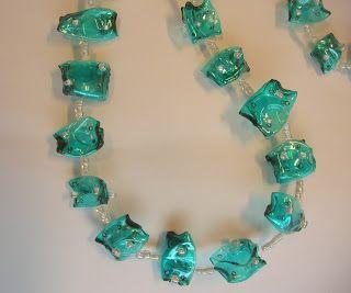 L'arte della pazienza: Riciclo creativo. Una collana da una bottiglia di plastica.