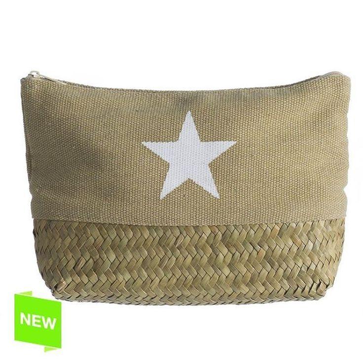 Neceser natural con estrella estampada desde 4.50€   #ElimHome  #vilamarina #viladecans #barcelona #avmeridiana #bcn #new #nuevacoleccion #neceser #natural #mimbre #primavera #estrellas #star