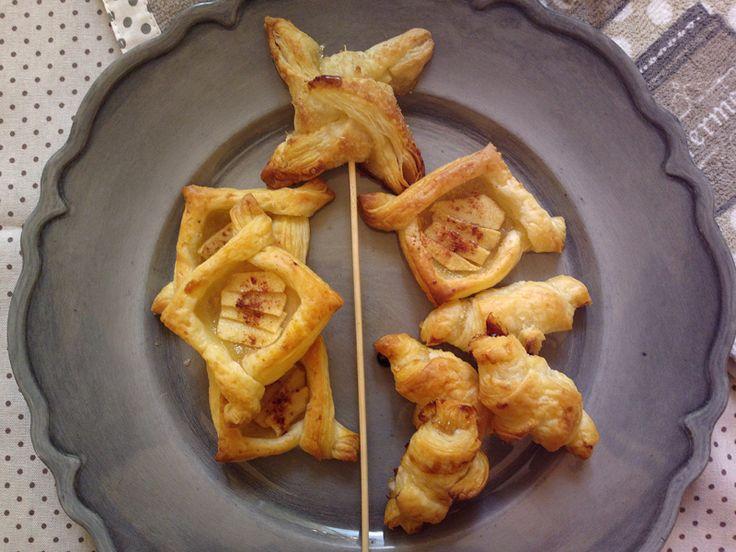 Le Sfogliette dolci con mele e marmellata sono un' idea veloce per un attacco di golositeacuta o un' imboscata di amici e parenti inaspettata. Occorrono s