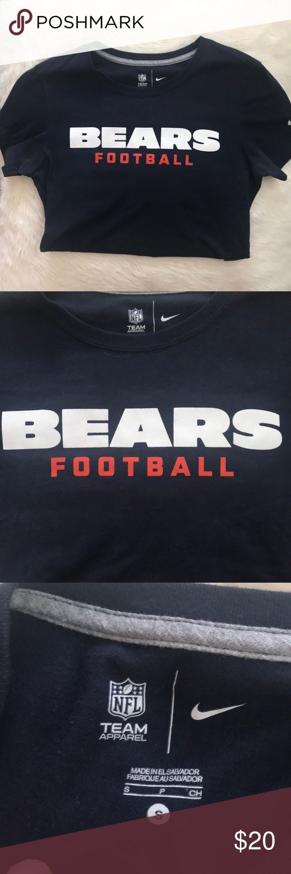 Nike NFL Chicago Bears T-shirt Nike/// navy NFL Chicago Bears t-shirt! This is a women's fit, so it fits tight!! Size small. In great condition! If you have any other questions, please do not hesitate to ask:) Nike Tops Tees - Short Sleeve