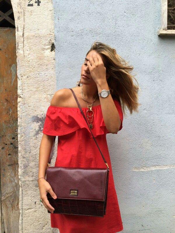 Questa Ferré è in simil coccodrillo di vernice bordeaux... eppure troverei una buona motivazione per indossarla sempre e dovunque *.*