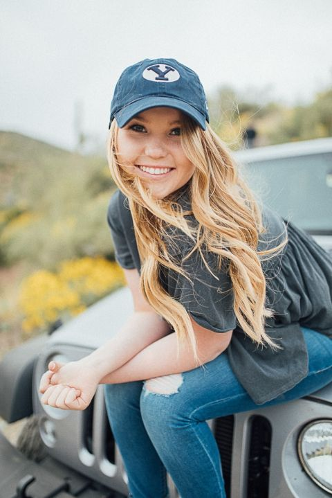 Unique Senior Pictures // Off to College // Jeep // BYU // What to wear to your senior session