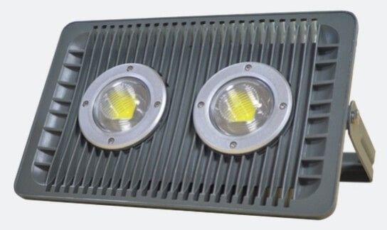 Este oricand optiunea eficienta de iluminat acest PROIECTOR LED 100W GRILL CU LUPA IP65: flux luminos mare, consum mic, datorita tehnologiei LED si a lupei cu care este dotat. In plus, investitia se amortizeaza in timp scurt.