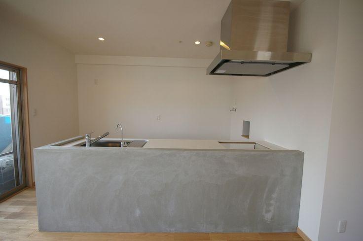 モルタルと大きい換気扇が、お店のキッチンのようで素敵。