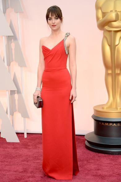 Dakota Johnson|ダコタ・ジョンソン  話題作『フィフティ・シェイズ・オブ・グレイ』の主演女優ダコタ・ジョンソンがレッドカーペットに登場。  ドレス:サンローラン カフス:フォーエバーマーク  Courtesy of SAINT LAURENT