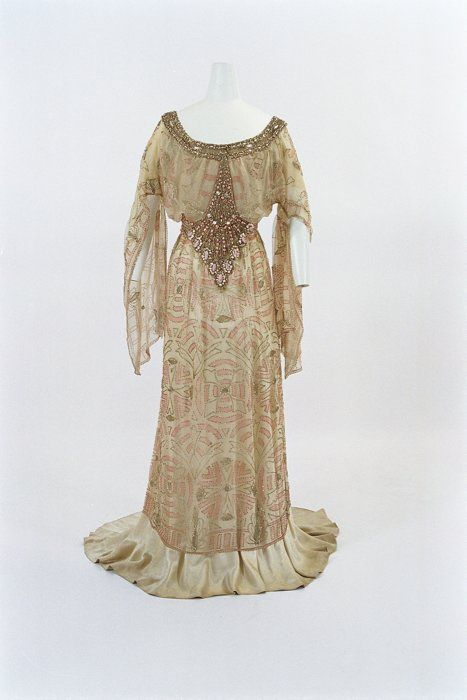 Jacques Doucet 1910 dress at the Bunka Gakuen Museum