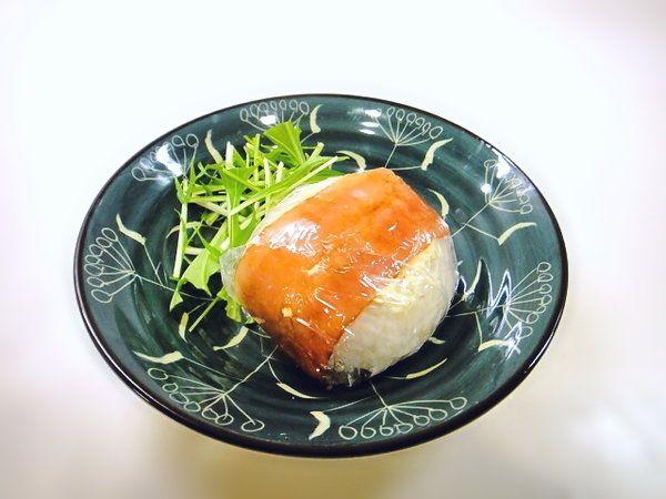 あの味を再び!コンビニ風「ベーコン巻きおにぎり」の作り方   nanapi [ナナピ]
