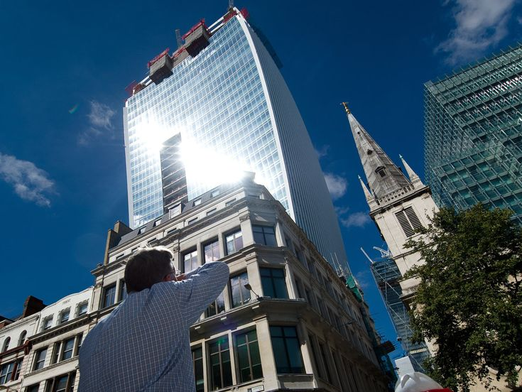 """Walkie Talkie"" / Rafael Viñoly Architects. Had to be retrofitted with sunshades"