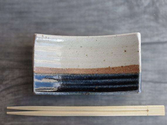 FABRIQUÉ SUR COMMANDE!!! petite assiette de Sushi en céramique ; plaque unique pour les sushis, collations ; .. .spoon rest ou soap dish. un