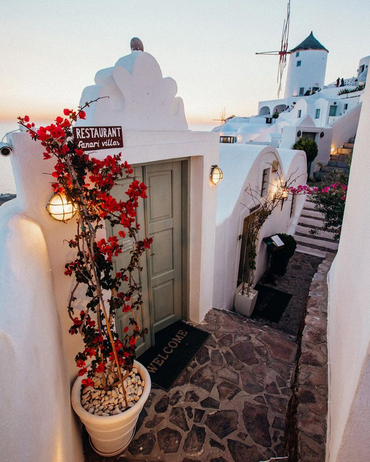 Greatest Spots For Your Santorini Photos (With Map)