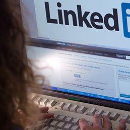 """Il social network professionale ha fatto boom di accessi a settembre: +61% rispetto ad agosto. Abbiamo chiesto alle società di selezione del personale come si costruisce una """"vetrina perfetta"""" sul web. Ecco cosa è emerso"""
