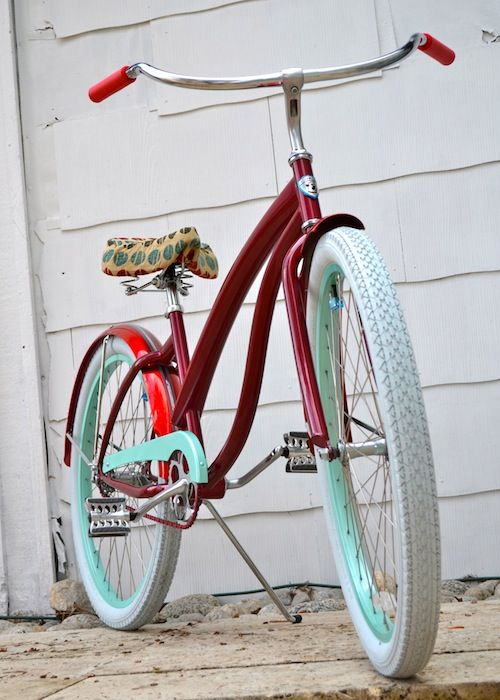 Just found a website where you can custom design your own beach cruiser! http://www.villycustoms.com/index.php?option=com_content=article=14