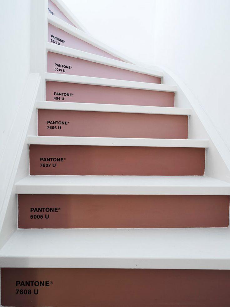 Γγρ│Colors in Feng-shui • Offf ! Voilà les dégradés de Marsala (couleur de l'année) sur les contremarches d'un escalier.