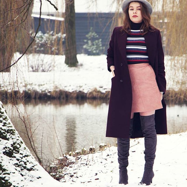 Slowly saying goodbye to winter with it's wool coats, warm hats and over the knee boots. Tap for details! .  .  .  .  .  .  .  .  #fblogger #styleblogger #ootd #whatimwearing #wiwt #uterque #hat #andotherstories #coat #asseenonme #zara #skirt #hm #boots #otkboots #heels #streetstyle #fashion #style #outfitoftheday #instaoutfit #outfitinspo #fashioninsta