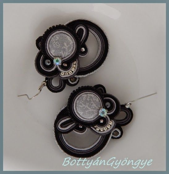 "Fekete ezüst ""karikás"" aszimmetrikus fülbevaló /  Black and silver ""ringed"" asymmetrical earrings soutache"