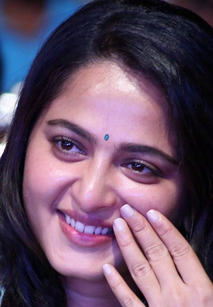 Beautiful Telugu Girl Anushka Shetty Oily Face Close Up Photos