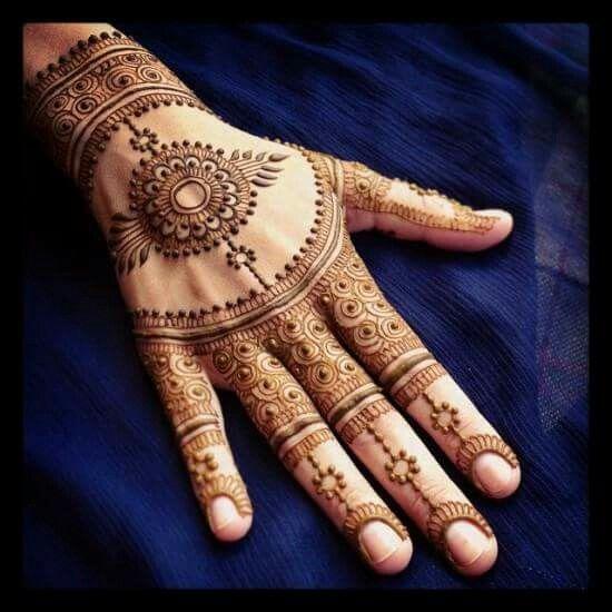 Bridal henna or mehndi design by Maple Mehndi.