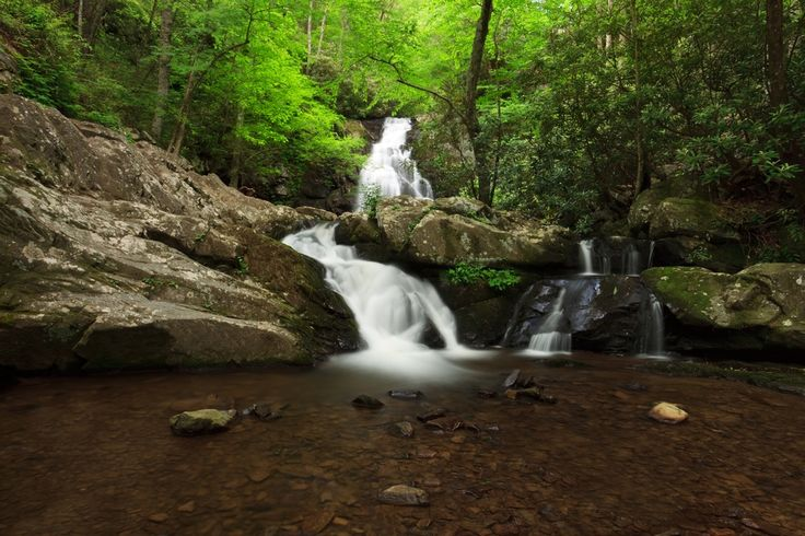 Amazing Views Cabin Rentals names the top 4 hidden waterfalls in Smoky Mountains you and your family or group can visit during your next vacation.