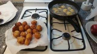 Bolitas de arroz y queso fritas receta - Recetas de Allrecipes
