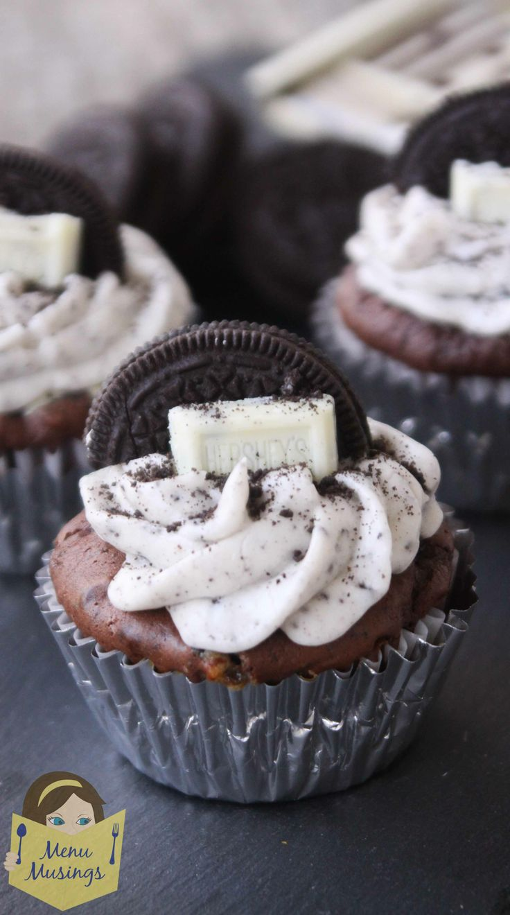 """Cookies and Cream Cupcakes - It doesn't take much effort to really dress up """"plain"""" cupcakes into these cute cupcakes that have bites of sweet surprise inside!  Step-by-step photos!"""