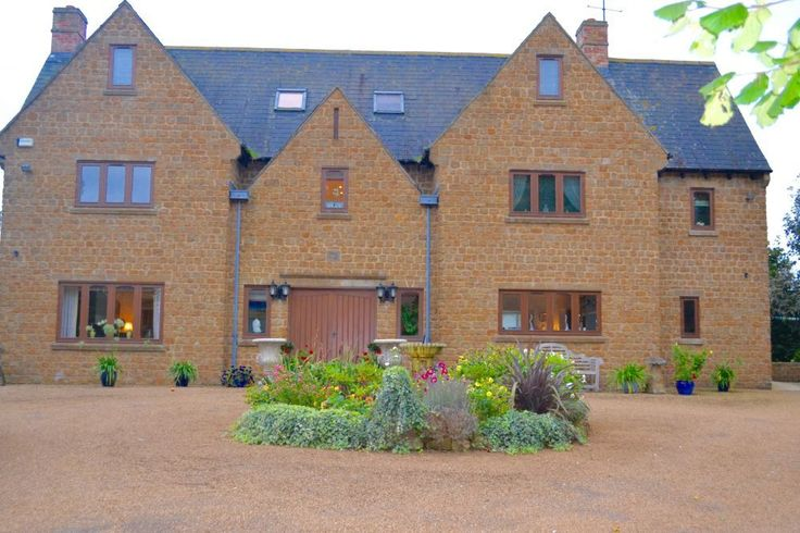 Heath House - self catering accommodation in Oxfordshire  - sleeps up to 16