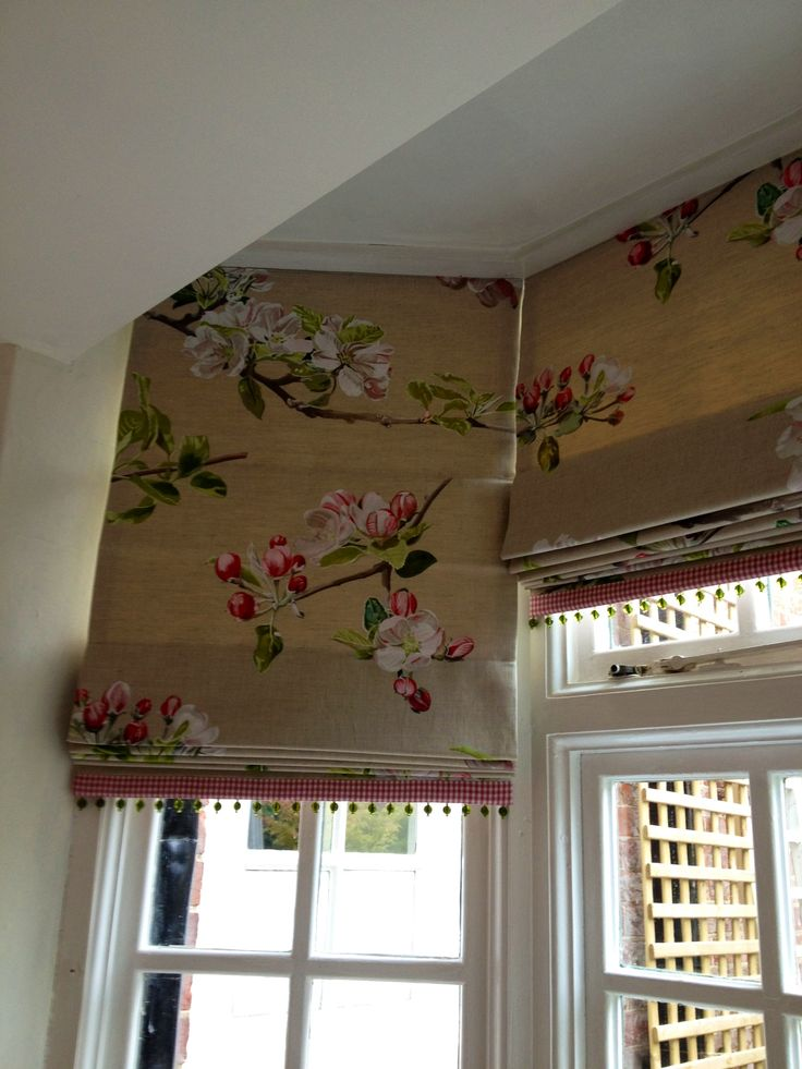 I love this fabric on these trimmed Roman blinds in a bay