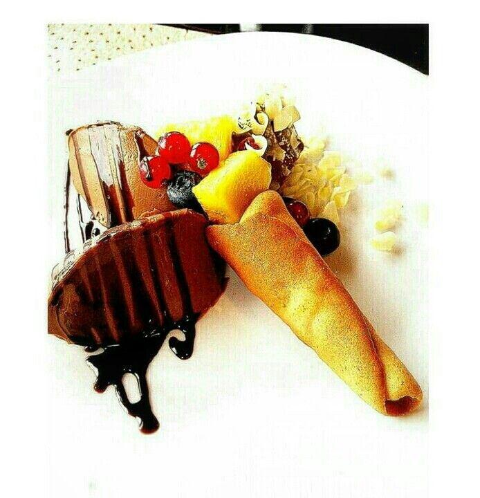 Quenelle al cioccolato e frutta