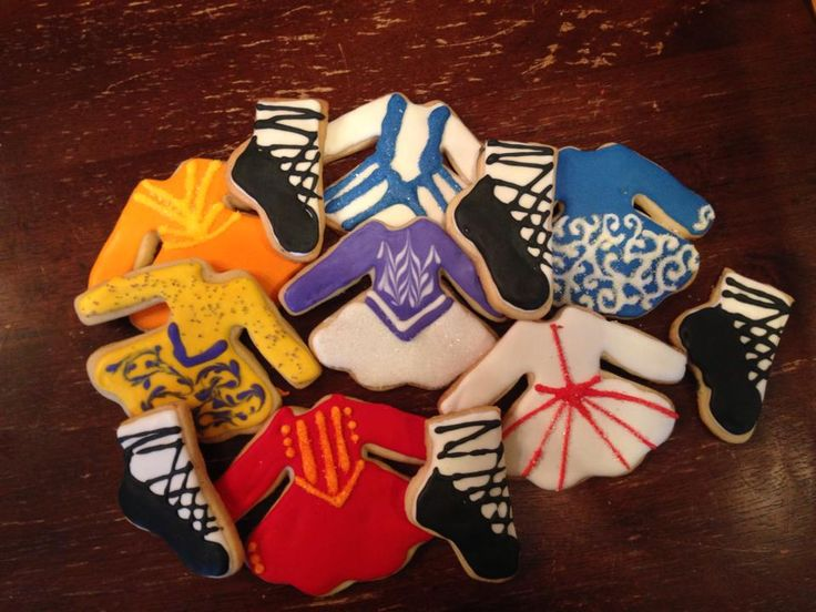 How adorable are these Irish dancer dress cookies by Tracy C?!