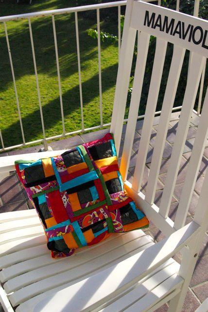 Kissen aus Vorhang, Jackenärmeln und Bettlaken / Pillowcase made from curtain, sleeves and bed sheet / Upcycling