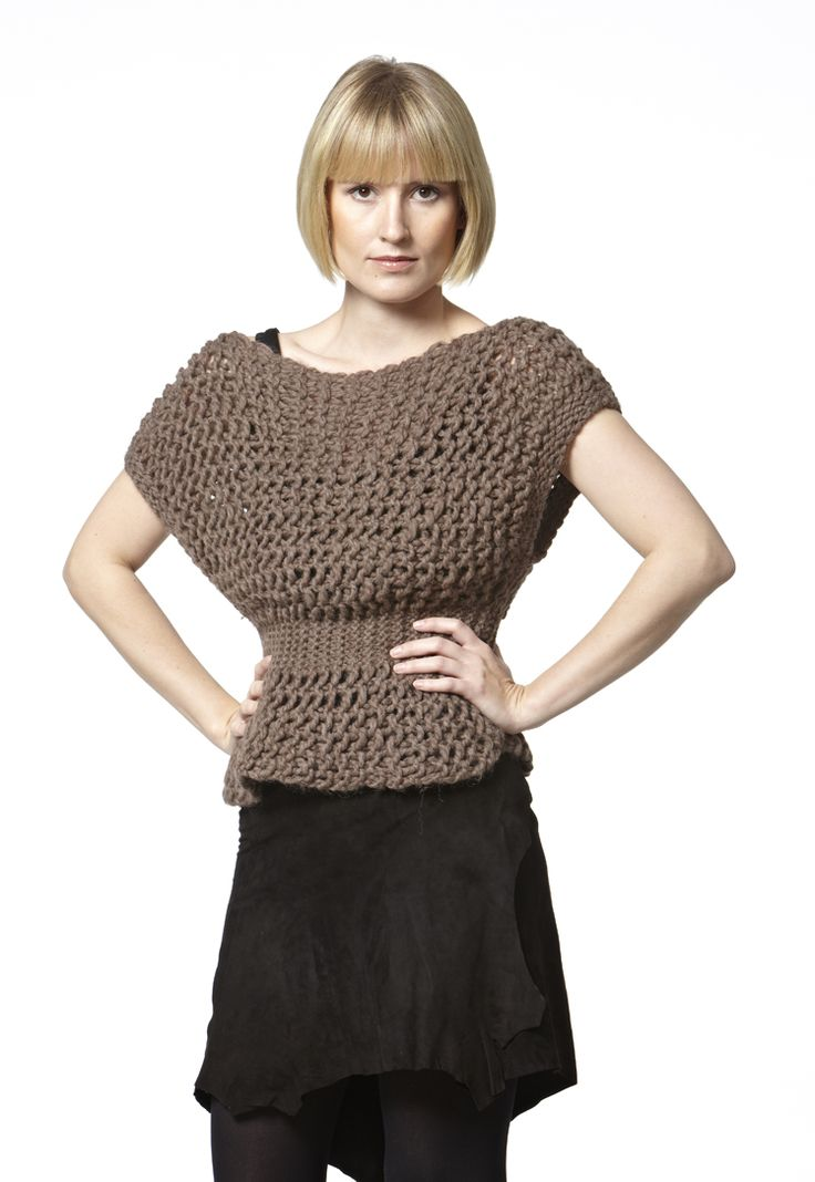 Dagsværk. Knitted with drop stitch and can be worn upside down.