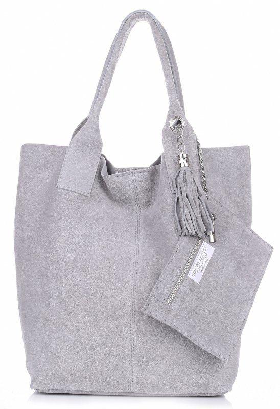 Semiš je od dávna na vrcholu a nikdy se neomrzí! Tato kožená kabelka vám bude sloužit po dlouhá léta. Je prostorná, ideální pro každodenní nošení. Světle šedá barva se bude hodit k jakékoliv stylizaci!