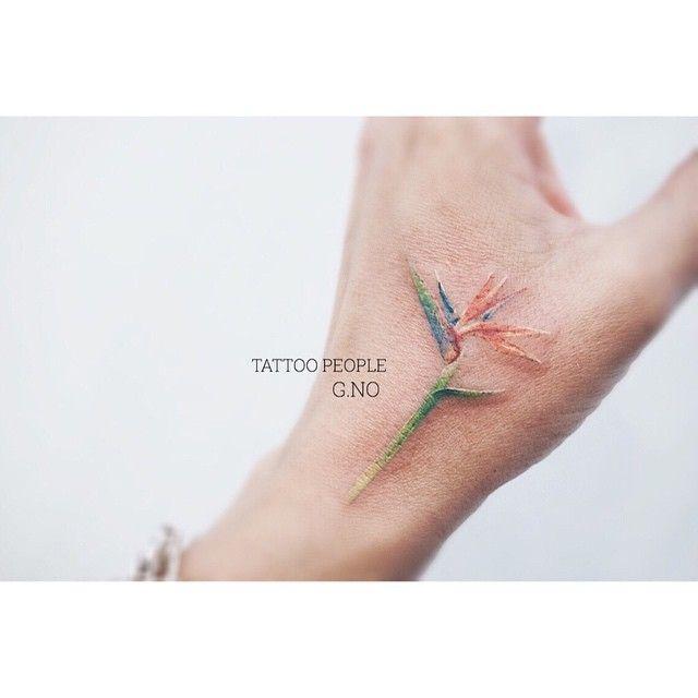 아버지가 좋아 하신다던 bird of paradise flower 를 손에 받고 가셨어요 : ) #tattoo #birdofparadise#flower#torontotattoo #tattoopeople #hand#극락조화#꽃#타투#타투피플#부산타투#서면타투#부산#꽃타투#서면#감성