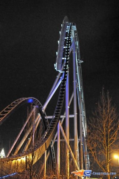 27/28 | Photo du Roller Coaster Silver Star situé à @Europa-Park (Rust) (Allemagne). Plus d'information sur notre site http://www.e-coasters.com !! Tous les meilleurs Parcs d'Attractions sur un seul site web !! Découvrez également notre vidéo embarquée à cette adresse : http://youtu.be/d-ta3VVHDK0
