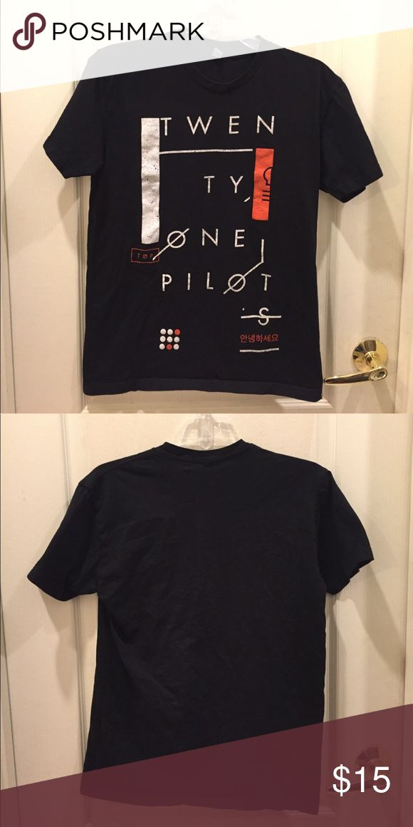 Twenty one pilots top Comfortable top that I got at a TØP concert but doesn't include tour dates or info on the back. Tops Tees - Short Sleeve